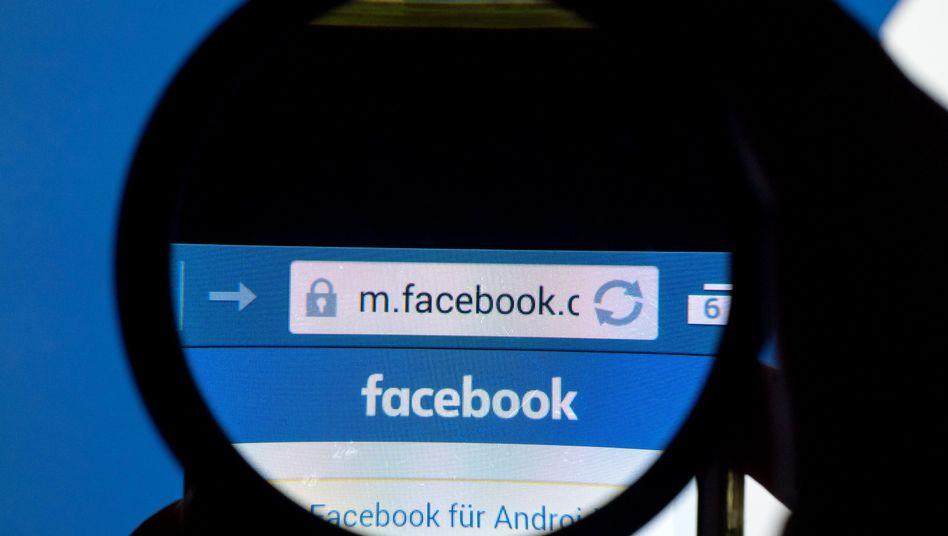 Facebook will stärker die Kommunikation und Postings seiner Mitglieder auf Gewaltfilme durchforsten und sie dann entfernen. Dafür stellt Facebook-Chef Zuckerberg eigens 3000 neue Mitarbeiter ein