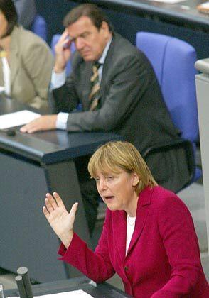 """CDU-Chefin Merkel: """"Flucht in Überschriften"""""""