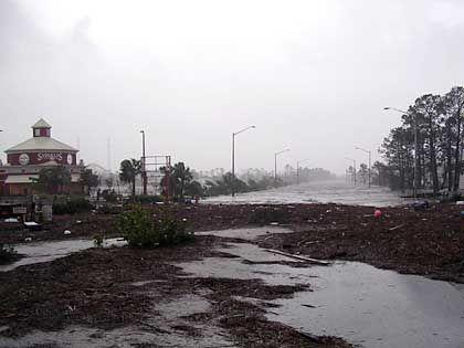 In Gulf Shores wurden die Straßen überflutet