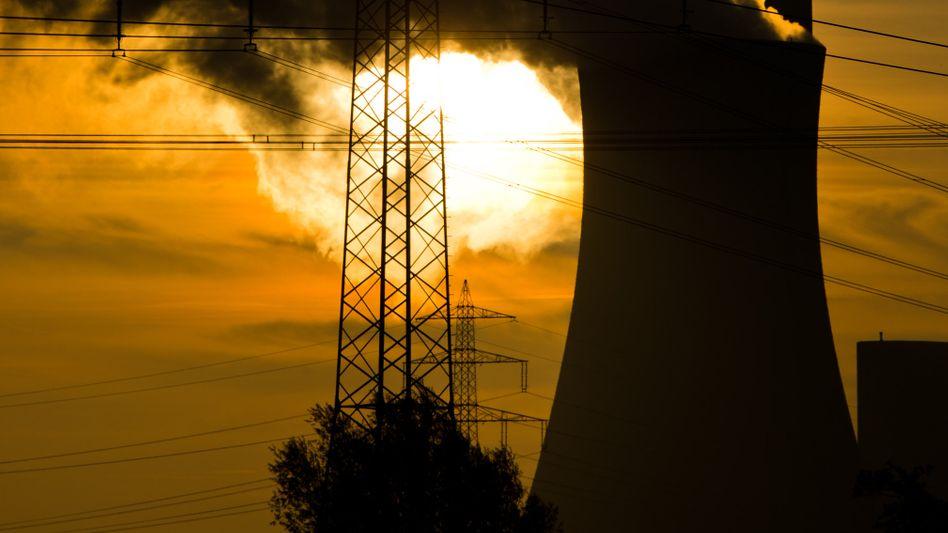 Kohlekraftwerk Mehrum in Niedersachsen: Kraftwerke aus Gründen des Klimaschutzes abzuschalten, lehnt der SPD-Chef ab