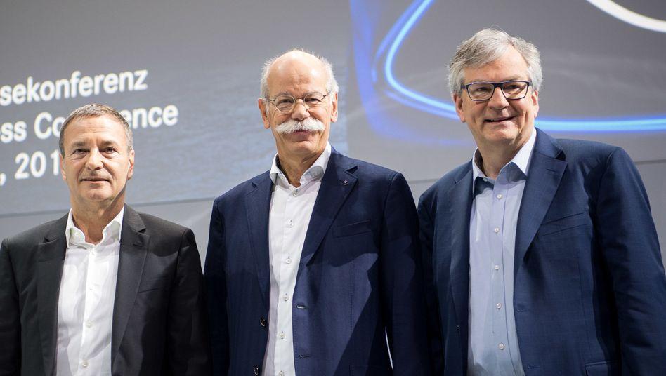 Finanzvorstand Bodo Uebber (l.) und Vorstandschef Dieter Zetsche: Uebber verlässt Daimler 2019