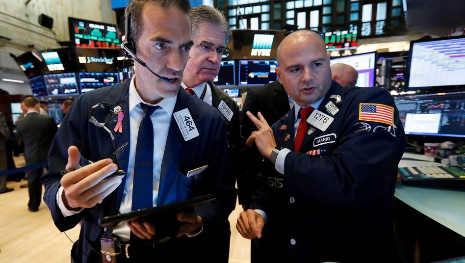 Aktienhändler in New York: Die Konsumdaten aus den USA haben die Börsianer offenbar beeindruckt.