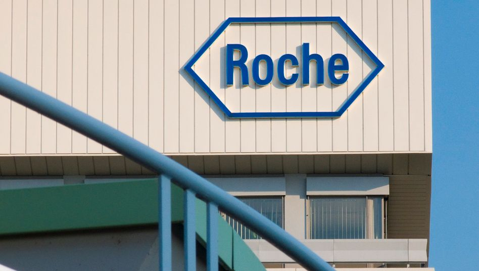 Roche-Logo am Diagnostics Design Center des Konzerns in Mannheim