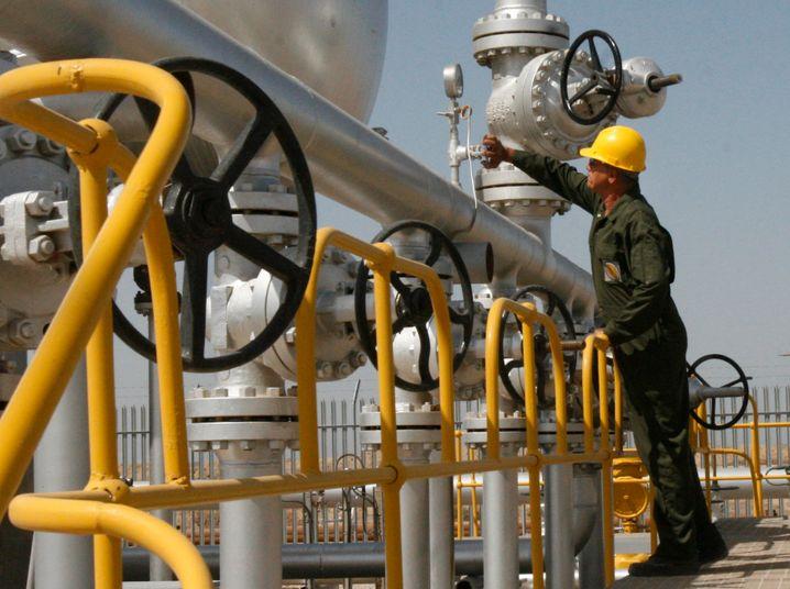 Ölarbeiter im Iran: Ein friedlicherer Naher Osten bedeutet, dass zusätzliche Produktionsmengen den Weltmarkt fluten