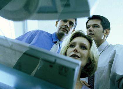 Ergebnisse im Fokus: Wenn bei der Arbeit ständig jemand über die Schulter schaut, fühlen sich viele IT-Fachleute kontrolliert