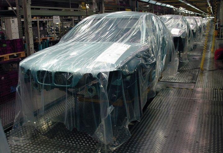 BMW-Produktion in München: Derzeit steht die Fertigung still, nun will der Autobauer Atemschutzmasken produzieren