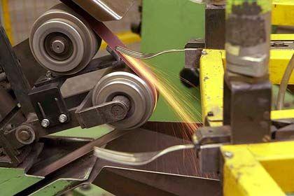 Hoher Stahlverbrauch: Besteckherstellung bei WMF