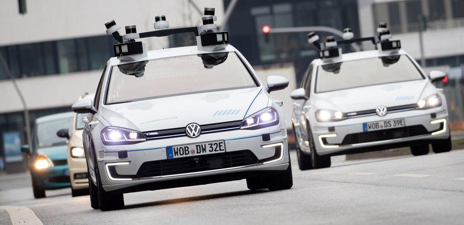 E-Golf von Volkswagen mit Laserscannern, Kameras, Ultraschallsensoren und Radar für vollautomatisches Fahren. Bosch will in die Entwicklung eines Laserradars ein