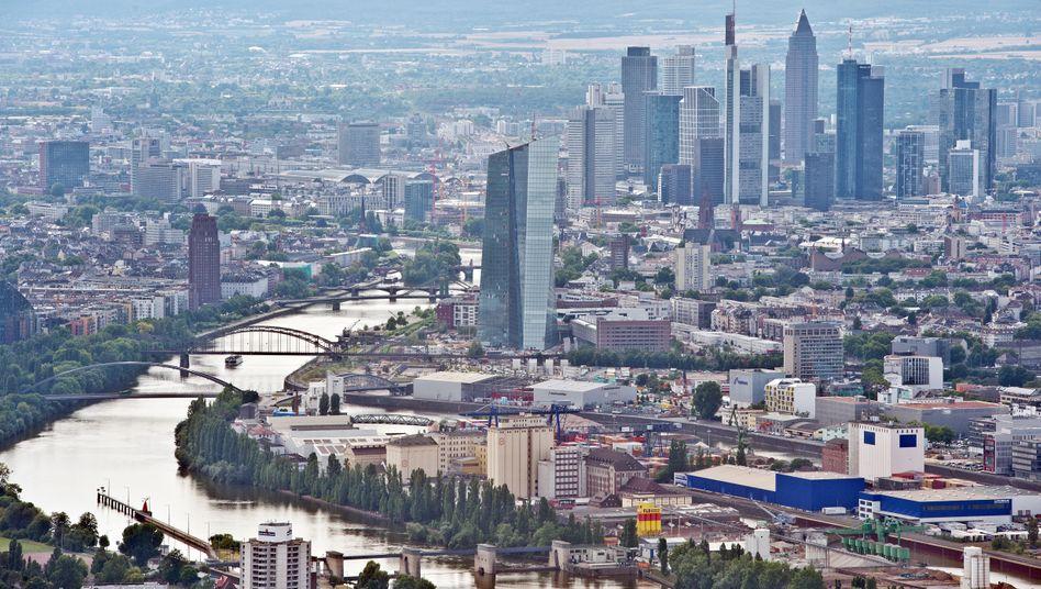 Skyline Frankfurt: Viele Immobilienfonds müssen Objekte verkaufen - und erzielen keine besonders attraktiven Preise