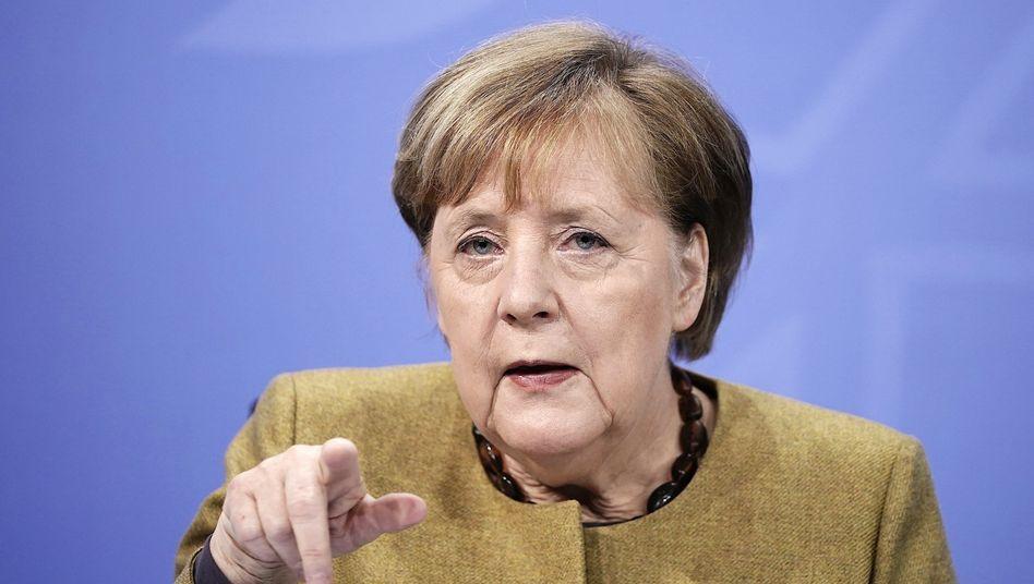 Schärfer und länger: Bundeskanzlerin Angela Merkel fordert eine Pflicht zum Tragen einer Medizinischen Schutzmaske