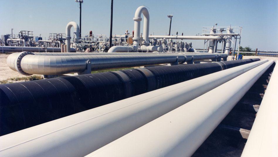 Ölpipeline in Texas: Der Terminkontrakt, der eine Lieferung im Mai vorsieht und morgen ausläuft, ist auf vier Dollar und damit so tief wie noch nie gefallen
