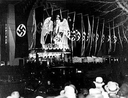 """""""Triumph des Willens"""": Der Ufa-Palast in Berlin bei der Premiere des Filmes"""
