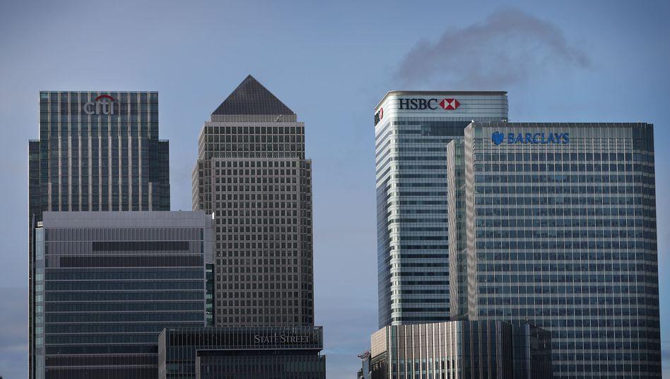 Londoner Bankenviertel: Wir sollten zurückblicken und uns an den Glass-Steagall-Act von 1932 in den USA erinnern, der das Trennbankensystem einführte. Somit wurde vermieden, dass spekulative, verlustreiche Geschäfte im Investmentbanking auf das Einlagengeschäft der Geschäftsbank durchschlagen.
