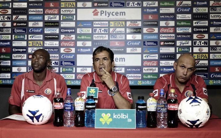 Großes Sponsorentableau: Costa Ricas Trainer Jorge Luis Pinto