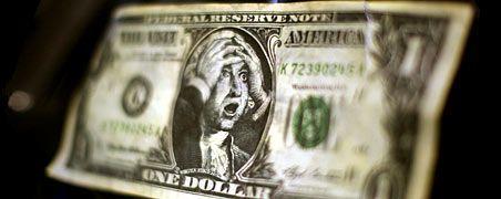 Zum Haareraufen: Auf einer karikierenden US-Dollar-Note schlägt George Washington die Hände über dem Kopf zusammen. US-Regierung und Notenbank Fed fluten Kreditmärkte und Wirtschaft mit Billionen Dollar. Sie kaufen Schrottpapiere und verstärkt auch Staatsanleihen auf. Die erste Reaktion: Der Dollar wertet gegenüber anderen Währungen deutlich ab. Das nimmt die US-Regierung in Kauf; sie hofft damit, die Gefahr einer Deflation bereits im Keim zu ersticken. Manchen Beobachtern bereitet die Entwicklung aber ernste Sorgen. Sie befürchten im schlimmsten Fall eine Hyperinflation.