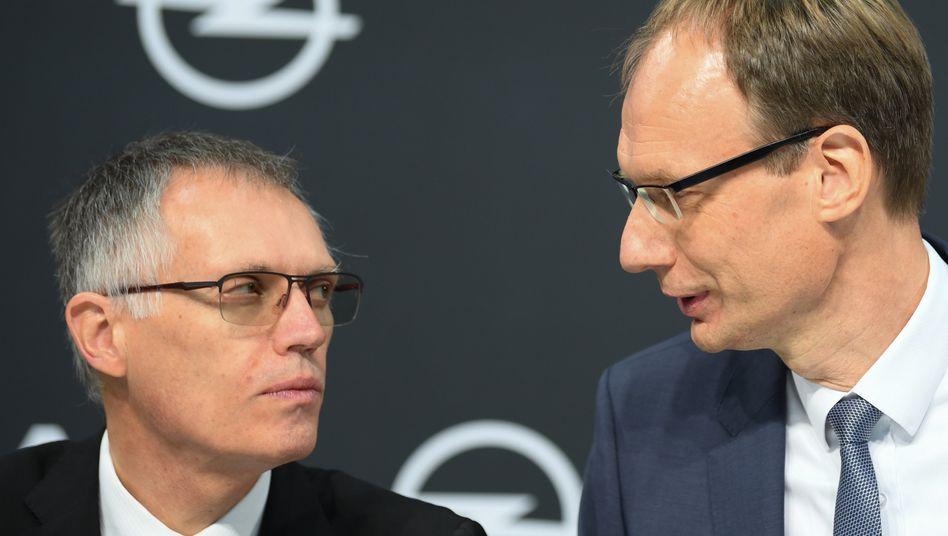 Nachhaltig profitabel: Was Opel-Chef Michael Lohscheller (r.) jetzt für den deutschen Autobauer konstatiert und was ebenso für PSA gilt, will Stallantis-Chef Carlos Tavares auch für Fiat Chrysler erreichen
