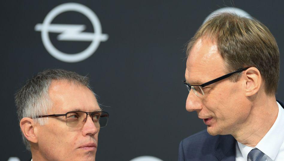 """Opel-Chef Michael Lohscheller (r) und PSA-Konzernchef Carlos Tavares: """"Opel und seine Beschäftigten müssen respektiert werden"""""""