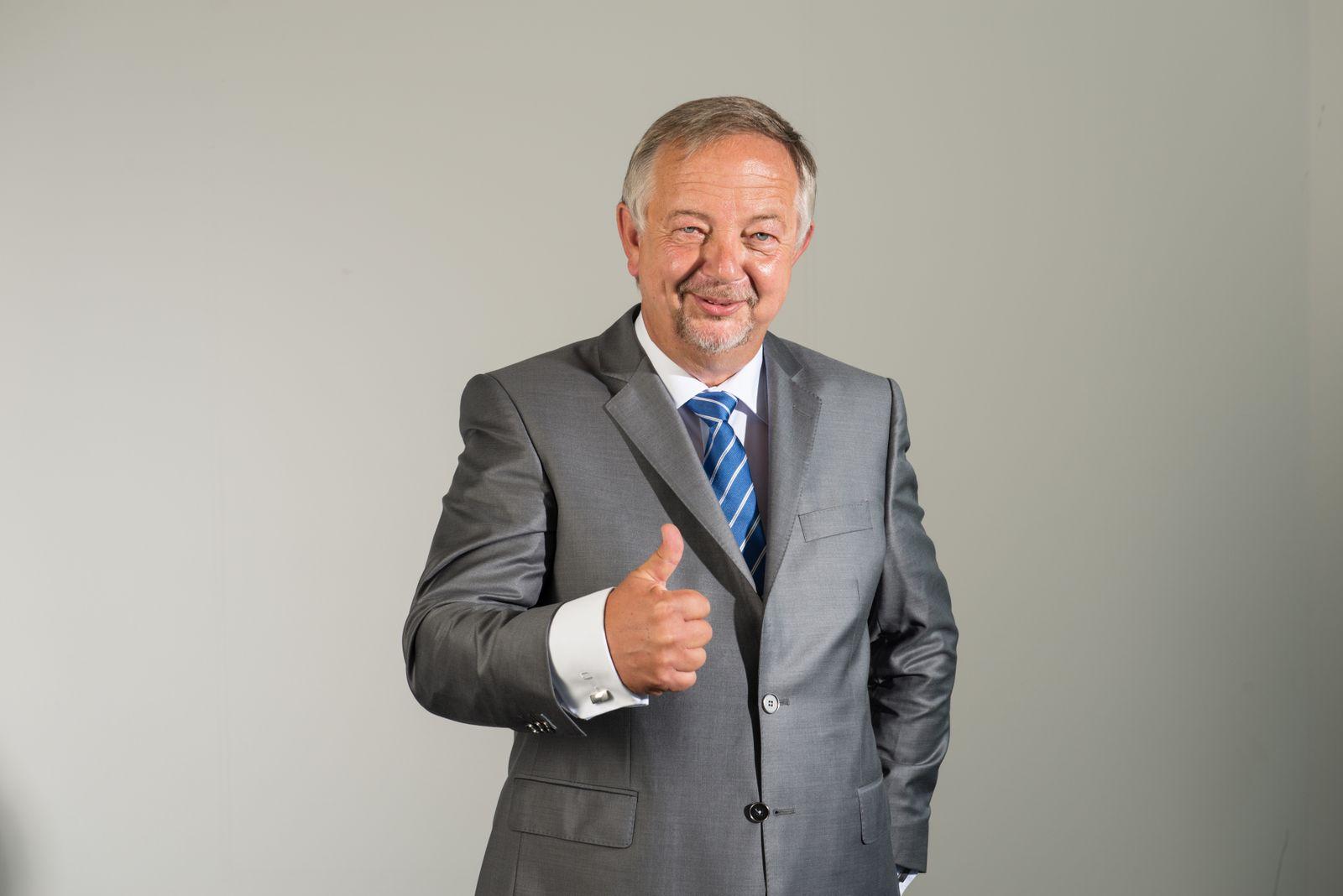 EINMALIGE VERWENDUNG Johannes Kempmann / Geste zu Atomausstieg