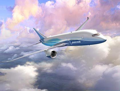 Die 7E7 ist laut Boeing eine neue Flugzeugfamilie in der Kategorie von 200 bis 300 Sitzen, die Strecken von 6500 bis 16.000 Kilometer abdeckt. Die mittelgroße Maschine soll nicht nur die Reichweiten heutiger Großraumflugzeuge bieten, sondern auch mit einer Geschwindigkeit von bis zu Mach 0.85 fliegen - der Geschwindigkeit der heutigen schnellsten Verkehrsflugzeuge - und dabei weniger Kraftstoff verbrauchen. Der Erstflug wird für 2007 erwartet, die Zulassung, erste Auslieferung und Aufnahme des Liniendienstes dann 2008.