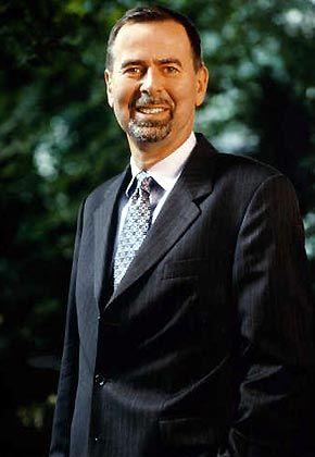 """Klaus Kaldemorgen: Der Fondsmanger leitet das Aktienfondsmanagement der Deutsche-Bank-Fondstochter DWS und ist Mitglied der DWS-Geschäftsführung. Zusätzlich betreut er den DWS-Akkumula-Fonds sowie den Vermögensbildungsfonds I des Hauses, der bei den Standard & Poor's Funds Awards mehrfach den Titel """"bester internationaler Aktienfonds"""" gewonnen hat."""