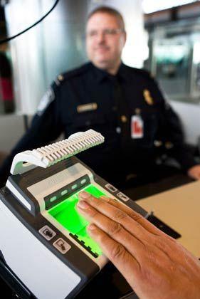 """Biometrischer Fingerabdruck am Flughafen: """"Alles, was nach dem 11. September 2001 beschlossen wurde, muss auf den Prüfstand"""""""