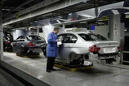 Unternehmen betrachten ihre Aussichten optimistischer: BMW-Produktion im neuen Werk Leipzig