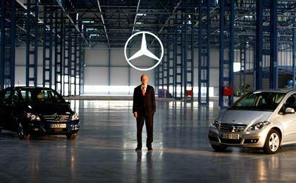 Schwarze Zahlen: Daimler-Chef Zetsche in der neuen Produktionshalle in Rastatt