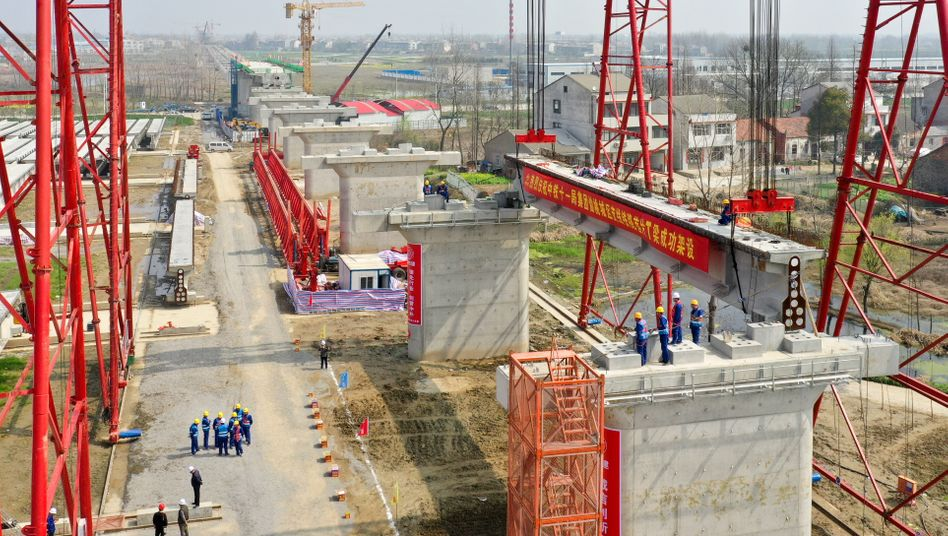 Klassischer Boomfaktor: Staatliches Zugstrecken-Bauprojekt in der Hubei-Provinz
