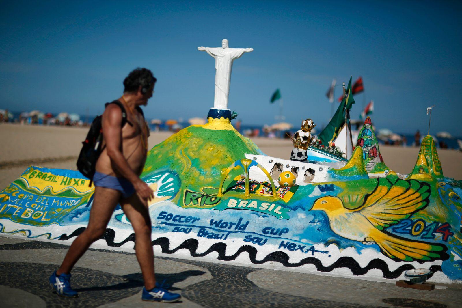 Brasilien/ Copacabana/ Sandskulpturen