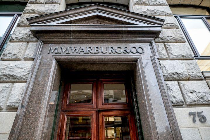 Bereitete Hamburger Finanzbeamten schlaflose Nächte: Die Privatbank M.M. Warburg an der Alster
