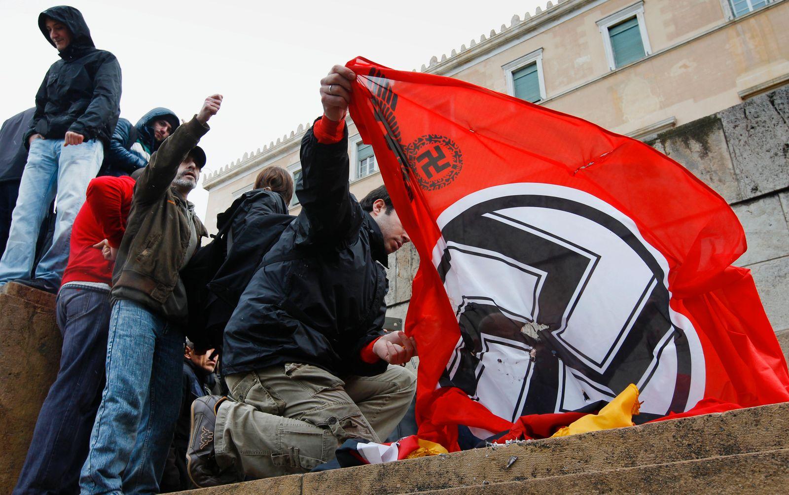 Griechenland / Ausschreitungen / Nazi-Flagge
