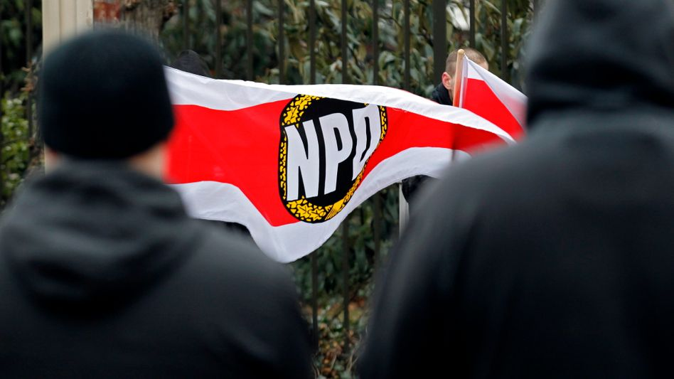 Anhänger der NPD in Ludwigshafen: Verbotsverfahren auf den Weg gebracht