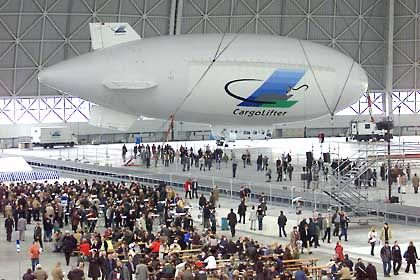 Letzte Durchhalteparolen: Die Hauptversammlung am 16. März 2002 in der Werfthalle