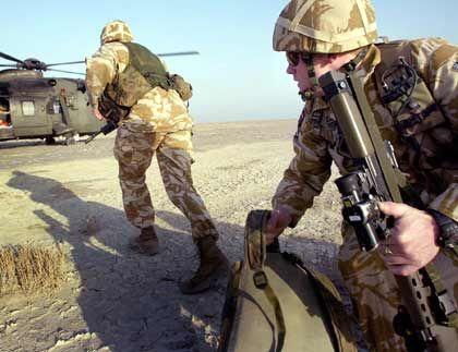 Europas gebrochene Versprechen III Außenpolitik: Vereint wollte die EU auf der Weltbühne agieren. Über den Irak gab es Streit - Briten, Polen und andere zogen mit den USA in den Krieg.