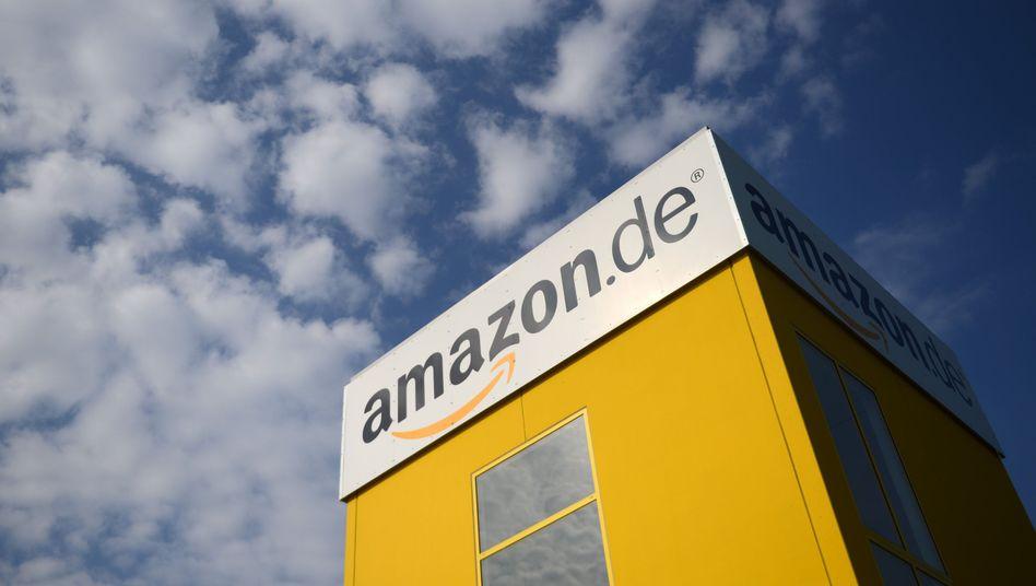 Amazon-Lager in Bad Hersfeld: Der Versandhändler Amazon lehnt die Tarifverträge des Versandhandels ab - und orientiert sich statt dessen an der schlechter bezahlten Logistik-Branche