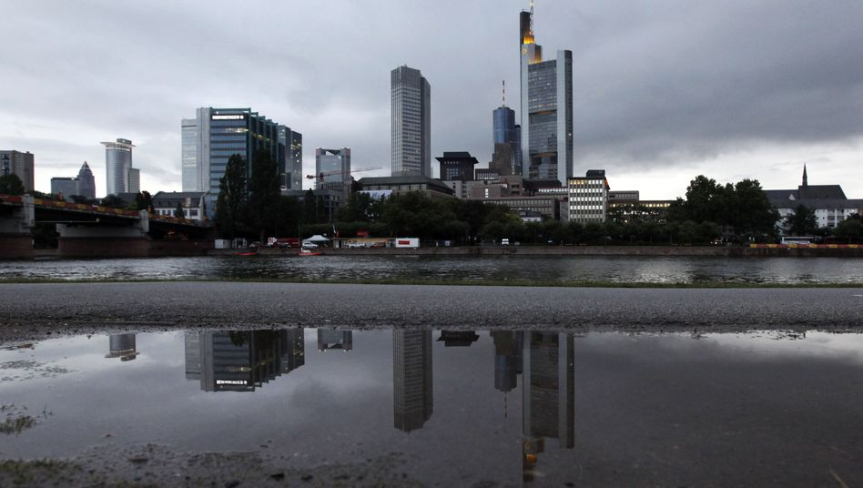 Banken-Skyline in Frankfurt: Wolken verdüstern das Bild - und das liegt beileibe nicht am Herbst