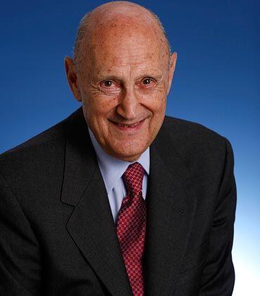 Anlagenestor: Malkiel, Jahrgang 1932, ist Professor für Wirtschaftswissenschaften an der Princeton University. Er legte den Grundstein zu den passiven Investments und ist dem Indexriesen Vanguard verbunden. Seinerzeit prägte er das Bild, dass ein Affe mit einem Dart-Pfeil mehr Chancen hat, gute Aktien auf einer Zeitungsseite zu treffen als ein Fondsmanager.