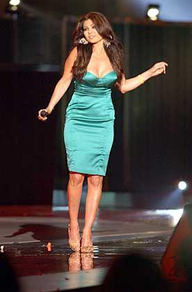 Klassisch in Türkis: Sängerin Hayfa Wahbi stammt aus dem Libanon
