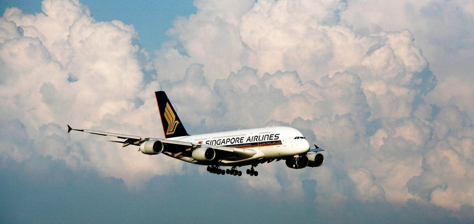 Mit drei Triebwerken sicher zurück: Airbus 380 der Fluggesellschaft Singapore Airlines