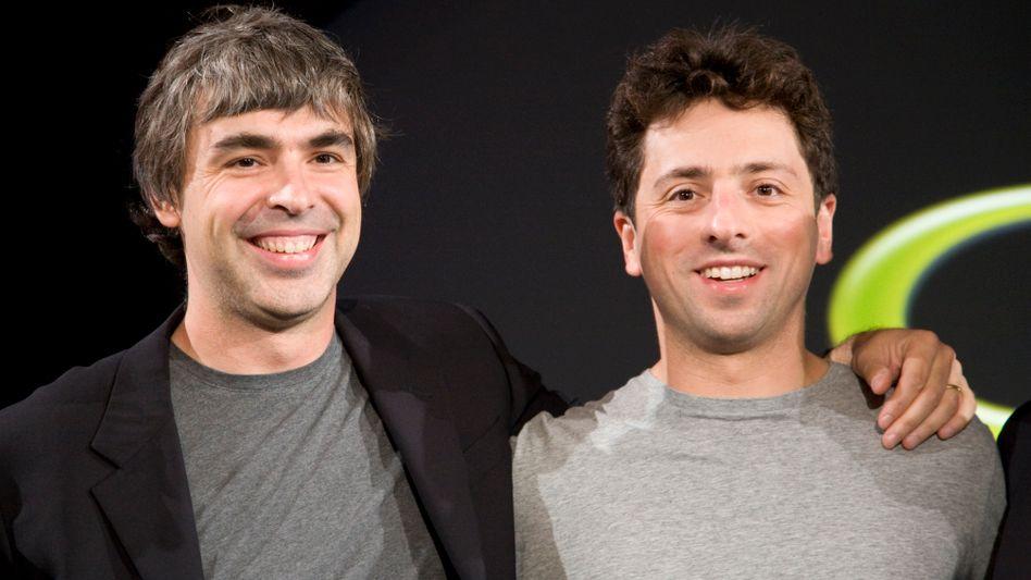 """Google baut um: """"Larry kümmert sich um next und Sergey um next next."""" In der neuen Holding Alpabet sind die Gründer Page (links) und Brin künftig für die großen Zukunftswetten (Alpha-bets) zuständig. Die dafür nötigen Milliarden soll Sundar Pichai als neuer Google-Chef erwirtschaften"""