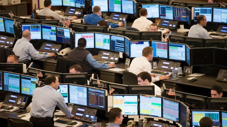 Aktienhändler in den USA: Die Sorgen um die US-Konjunktur und die Schulden der Vereinigten Staaten werden größer