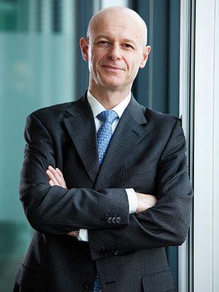 Marco Annunziata ist Chefvolkswirt der Unicredit. Neben der volkswirtschaftlichen Grundlagenabteilung leitet er zugleich die Zins-, Währungs- und Rohstoffanalyse der Mailänder Großbank. Bevor er 2003 zu Unicredit kam, arbeitete Annunziata unter anderem beim Internationalen Währungsfonds in Washington und bei der Deutschen Bank in London.