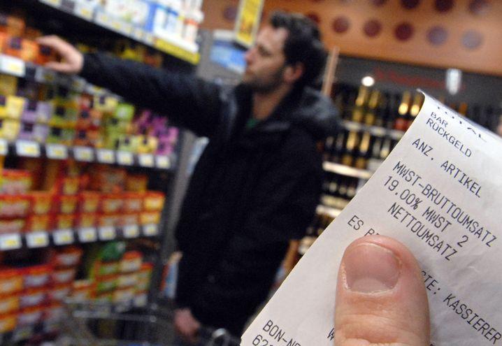 Mehrwertsteuer: Um die Wirtschaft wieder anzukurbeln schlägt das IW vor, die Mehrwertsteuer von 19 auf 15 Prozent zu senken