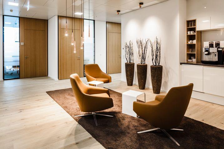 Wohnliches Ambiente: Contora Office Solutions in Frankfurt am Main