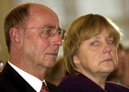 """Leibinger und die Bundeskanzlerin: Im November 2003 wurde sein Lebenswerk mit dem """"Preis Soziale Marktwirtschaft"""" der Konrad-Adenauer-Stiftung ausgezeichnet"""