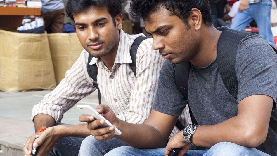 1,3 Milliarden Menschen umfasst Indiens Bevölkerung: Da ist noch viel Potential - auch für ein Billig-Smartphone