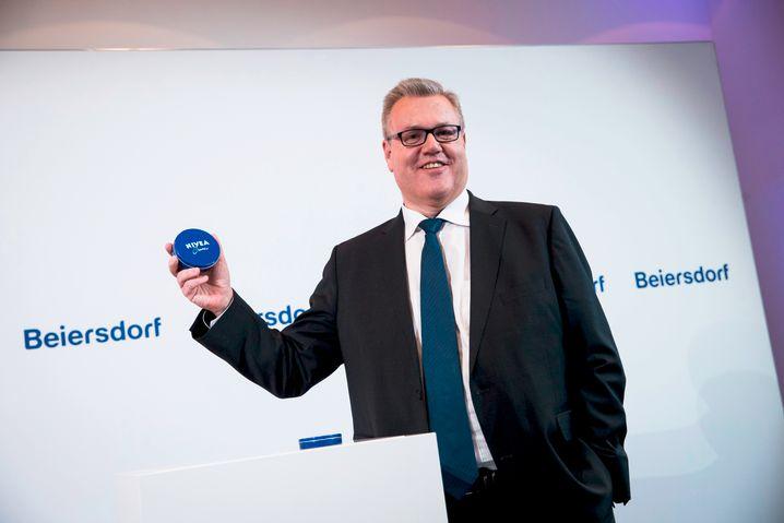 Macht gute Figur zum bösen Spiel: Beiersdorf-Chef Stefan De Loecker kommen wiederholt Vorstände abhanden
