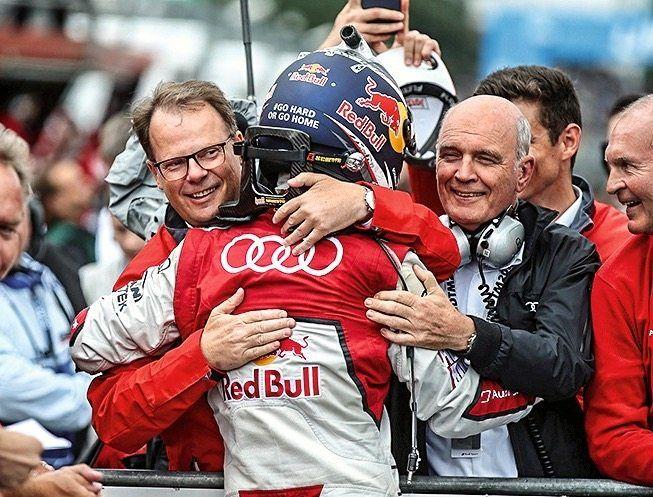 Als Entwicklungschef bei Audi konnte sich Peter Mertens über Erfolge in der DTM freuen. 2017 gewann das Team des Autoherstellers, zu dem auch Mattias Ekström (rechts Wolfgang Ullrich, damaliger Audi-Motorsportchef) gehörte, alle drei Titel in der Tourenwagenmeisterschaft.