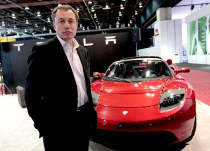 Silicon-Valley-Pionier: Hightech-Unternehmer Musk vor dem Tesla Roadster
