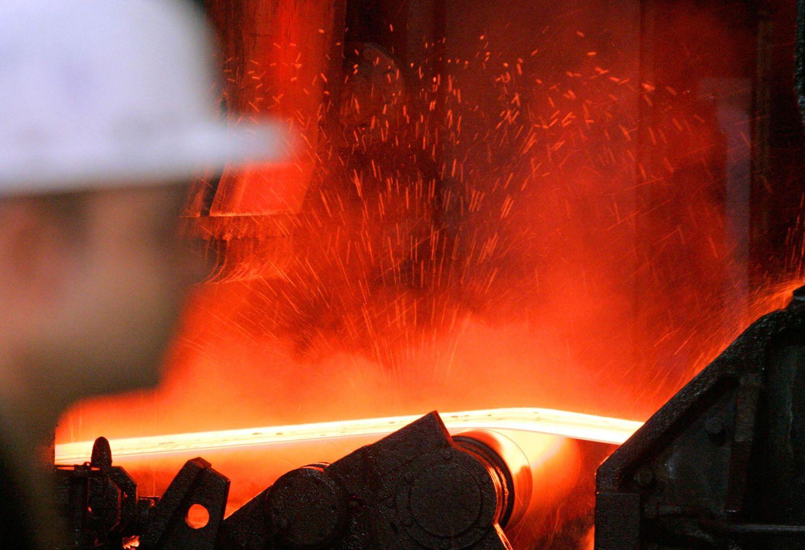 Stahlproduktion / metall / Stahl / ThyssenKrupp / stahlband / Stahlwerk